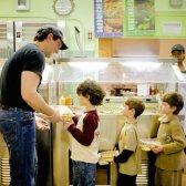 berühmten Schwanz Führer für gesündere Schulmahlzeiten machen