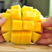 Wie eine Mango zu schneiden