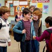 Wie man Freunde als Erwachsener in der Schule machen oder bei der Arbeit