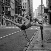 Innerhalb des Projekts lächerlich schöne Ballerina