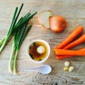 Mulberry & Vine und Mimi Cheng verbüßt derzeit Suppe Knochen