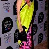 Neon Saris sind in Mode-Trend