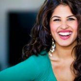 """Nitika Chopra auf das, was es bedeutet, zu sein """"natürlich schön"""""""