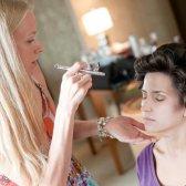 Mit Luft Pinsel Make-up aussehen jeden Tag fehlerlos