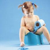 Pee auf dem Boden und gießen Zufrieden vermeiden napping