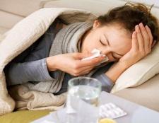 9 Tipps, wie Erkältungen natürlich bei Säuglingen zu behandeln