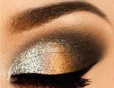 Smokey Augen Make-up mit Metallic-Farben