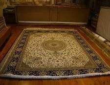 Trockenreinigung Tipps für Wollmäntel, Teppiche und Vorhänge