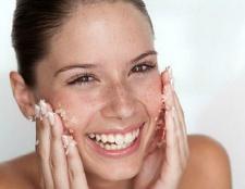 Wie man natürlich ein Peeling die Haut vor oder nach der Dusche zu Hause