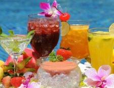 Wie macht man Cocktails für ein Sommerfest