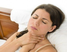 Wie die Kehle Schwellungen und Schmerzen natürlich zu reduzieren - 6 Tipps