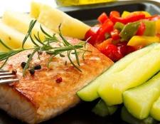 Wie Geld für Essen zu sparen und gesund essen im Urlaub