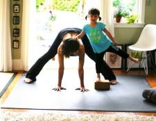 Die Yoga-Matte ist die Größe Ihres Wohnzimmers