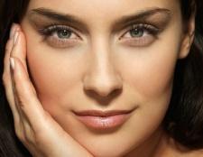 Top 17 Verwendungen von Vaseline, um die Schönheit und Hautpflege