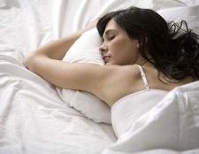 Gewinnen Sie einen besseren Schlaf, auch bekannt als zwei klassische Essentia Kissen (Wert: $ 400)